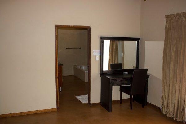 Thabaledi-Game-Lodge-Ensuite-bathroom
