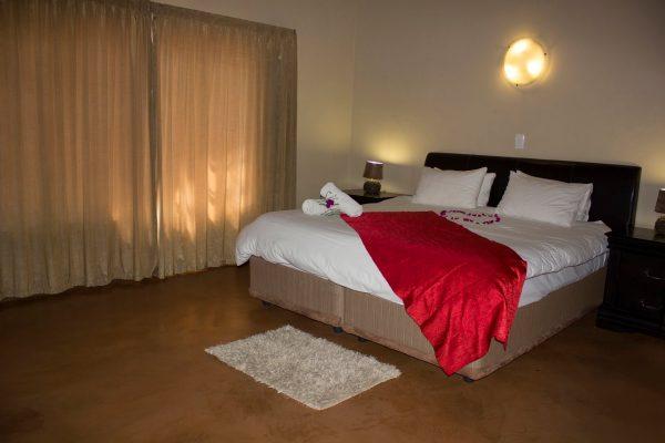 Thabaledi-Game-Lodge-Chalet-Red-Bed-Slider